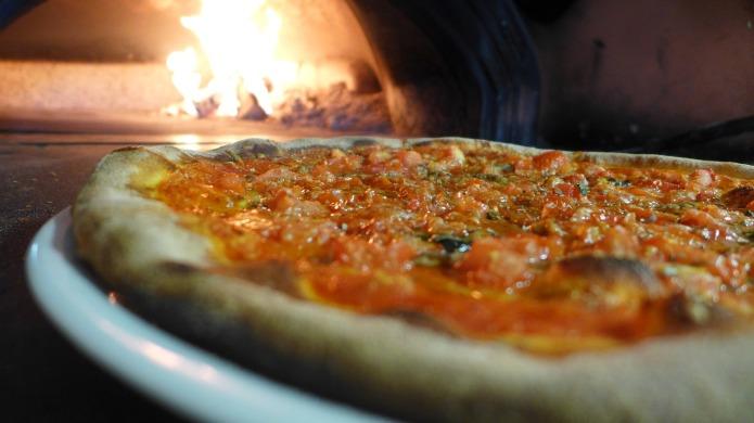 pizza-2643374_1920.jpg